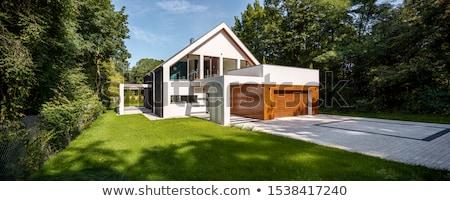 hermosa · fuera · vista · casa · jardín - foto stock © alexandre_zveiger