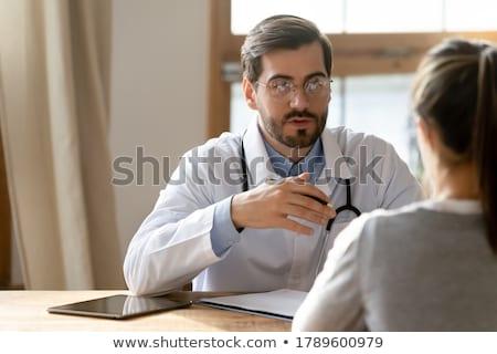 Arts uitleggen patiënt medische kantoor Stockfoto © nyul
