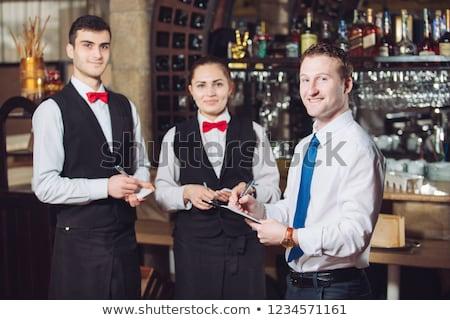 De ober serveerster permanente counter restaurant Stockfoto © wavebreak_media