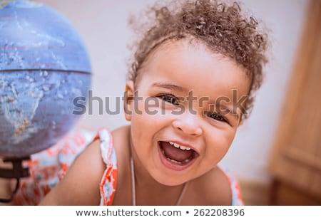 jonge · moeder · vergadering · bank · zoenen · baby - stockfoto © nyul