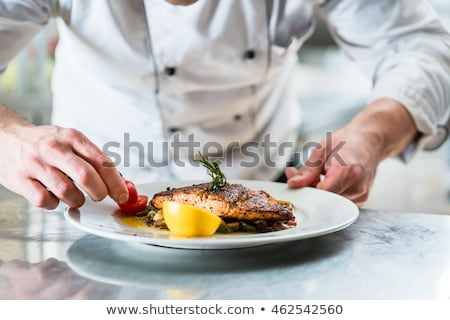 Chef cozinhar peixe prato restaurante Foto stock © Kzenon