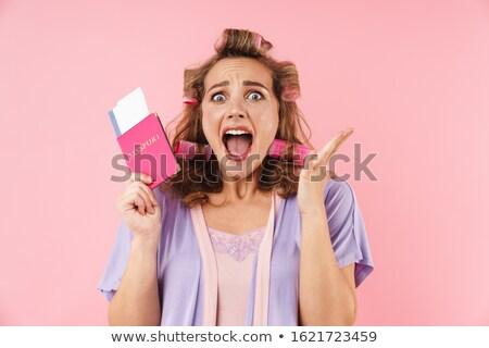 Afbeelding geschokt vrouw schreeuwen paspoort Stockfoto © deandrobot