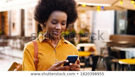 imprenditrice · smartphone · piedi · strada · telefono · focus - foto d'archivio © adamr
