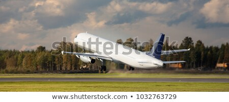 Piano volare up decollo pista aeroporto Foto d'archivio © kawing921