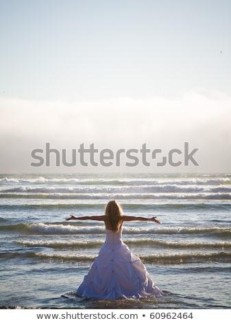 moda · posando · blanco · vestido · boda - foto stock © gromovataya