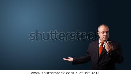 Zakenman telefoongesprek presenteren exemplaar ruimte pak Stockfoto © ra2studio