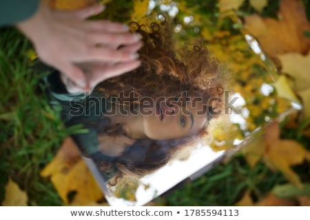 Jonge vrouw reflectie spiegel portret hand Stockfoto © AndreyPopov