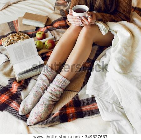 Mulher quente copo chá bolinhos Foto stock © artjazz