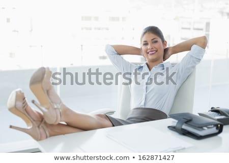 joli · femme · d'affaires · permanent · organisateur · journal · accueillant - photo stock © aikon