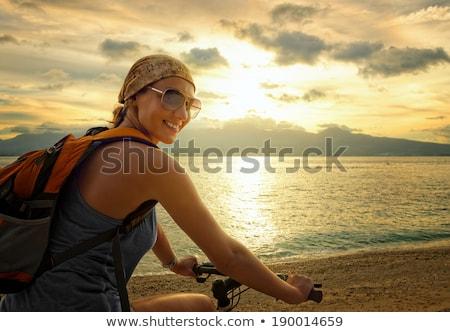 Foto stock: Mujer · turísticos · equitación · bicicleta · playa · vacaciones