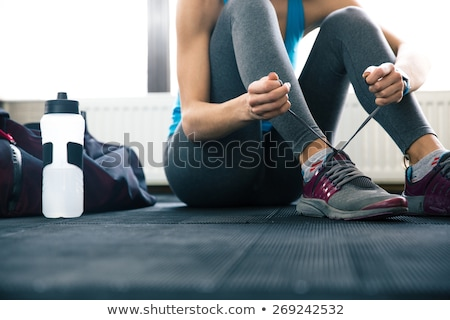 Meisje ontspannen gymnasium vreedzaam vloer grijs Stockfoto © bezikus