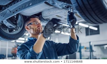 mecánico · de · trabajo · coche · mujer · pie · garaje - foto stock © monkey_business