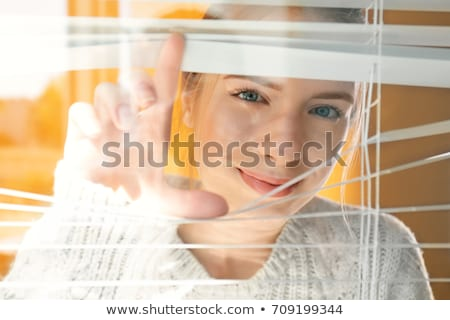 feliz · mulher · ver · dentro · máquina · de · lavar - foto stock © andreypopov
