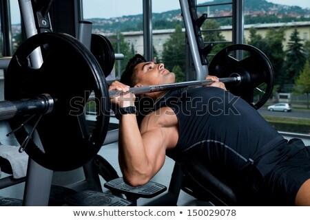 Esfuerzo banco prensa ejercicio máquina joven Foto stock © Jasminko