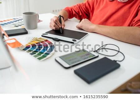 Eller genç serbest web tasarımcı Stok fotoğraf © pressmaster