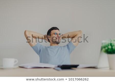 Knap mannelijke bril handen achter Stockfoto © vkstudio