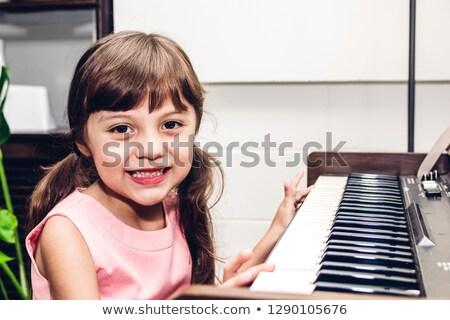 Tehetséges kislány játszik zongora modern nappali Stock fotó © dashapetrenko