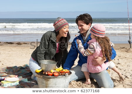 Stockfoto: Familie · barbecue · winter · strand · meisje · voedsel