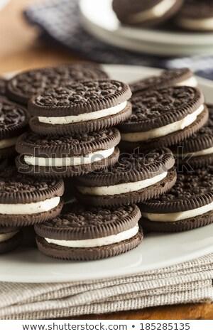 Niezdrowy czekolady cookie wanilia krem nadzienie Zdjęcia stock © nessokv