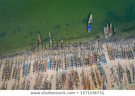 熱帯ビーチ · 風景 · 赤 · カヌー · ボート · 海 - ストックフォト © lunamarina
