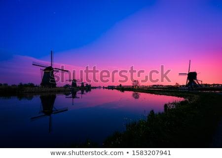 Windmolen zonsopgang Nederland verbazingwekkend traditioneel Stockfoto © denbelitsky