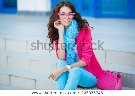 Porträt Sitzung Frau tragen rosa Kleid Stock foto © phbcz