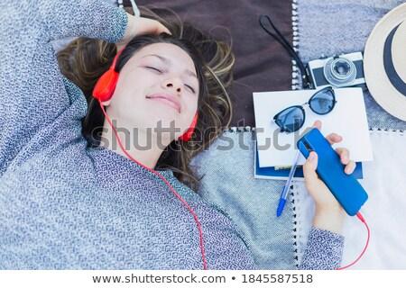 genç · kadın · zemin · telefon · dinleme - stok fotoğraf © HASLOO