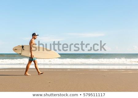 Internaute homme marche surf bord plage Photo stock © deandrobot