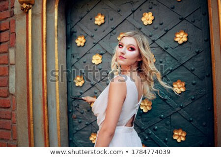 Princess dziewczyna pokój drzwi uśmiechnięty Zdjęcia stock © IS2