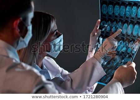 Férfi orvos néz röntgen röntgenkép orvosi klinika Stock fotó © boggy