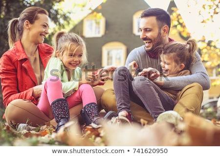familia · feliz · jugando · hojas · de · otoño · parque · familia · infancia - foto stock © dolgachov