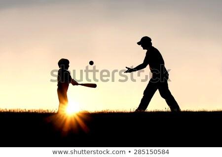nino · jugando · béisbol · padre · pequeño · parque - foto stock © lopolo