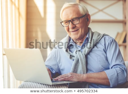Menedzser idős könyvelő laptopot használ iroda laptop Stock fotó © AndreyPopov