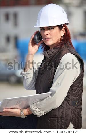 女性 · 工場労働者 · 話し · ラジオ · 電話 · 女性 - ストックフォト © photography33