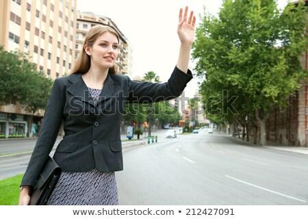 jonge · vrouw · aktetas · roepen · taxi · hand - stockfoto © NicoletaIonescu