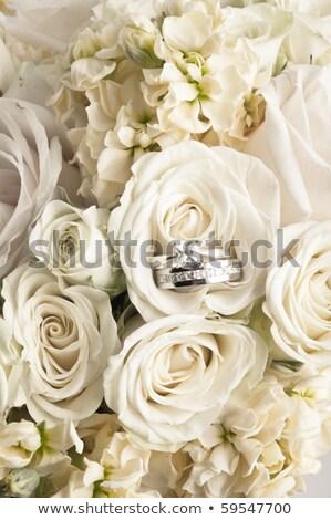 Közelkép kettő jegygyűrűk virág köteg emberek Stock fotó © dolgachov