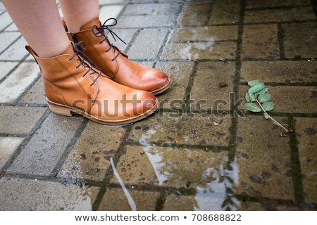 Humide sale cuir chaussures marche Photo stock © smuay