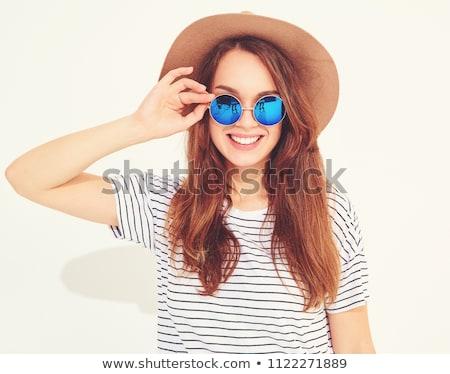 Foto stock: Menina · óculos · de · sol · rosa · isolado · branco