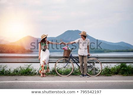 Foto stock: Foto · casal · montanhas · belo · em · pé · colina
