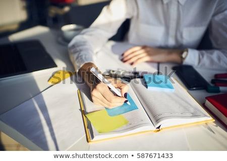 Vrouwelijke editor schrijven schema dagboek hand Stockfoto © AndreyPopov