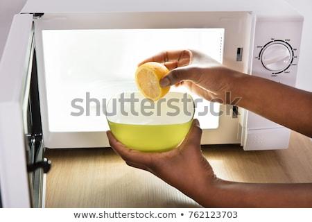 Nő szeletel citrom tál nyitva mikró Stock fotó © AndreyPopov