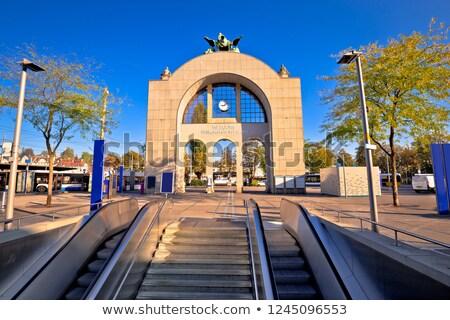 Ville vieux gare arc signe vue Photo stock © xbrchx