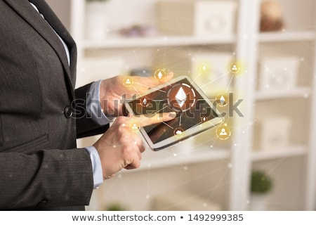 Zakenvrouw tablet bitcoin link netwerk online Stockfoto © ra2studio