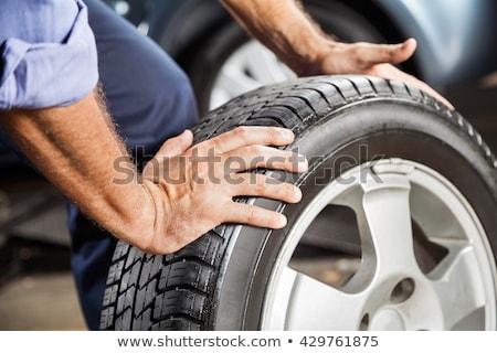Szerelő kerék autógumi autó műhely szolgáltatás Stock fotó © dolgachov