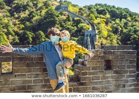 Turisták apa fiú orvosi maszkok Nagy Fal Stock fotó © galitskaya
