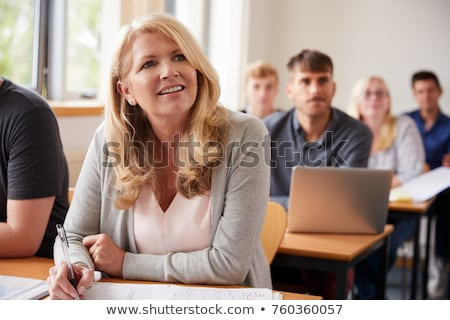 Estudiantes adultos clase negocios ordenador mujer Internet Foto stock © photography33