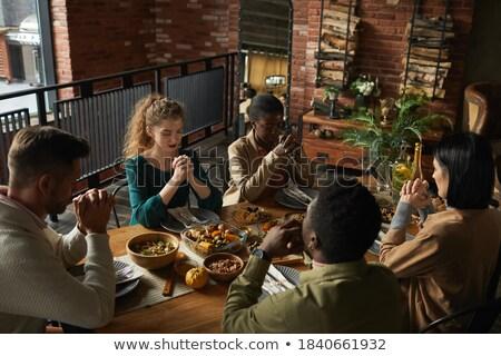 Pequeño grupo elegante personas posando estudio sonrisa Foto stock © feedough