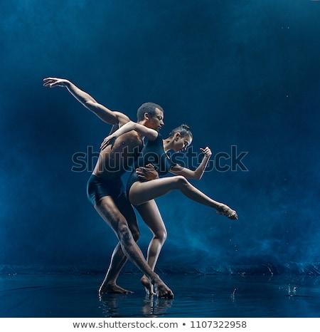 posando · pole · dance · casal · escuro · estúdio · foto - foto stock © bezikus