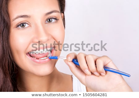 Tirantes sonriendo limpieza dientes Foto stock © MilanMarkovic78