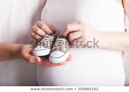 terhes · nő · tart · rózsaszín · babacipők · boldog · meztelen - stock fotó © monkey_business